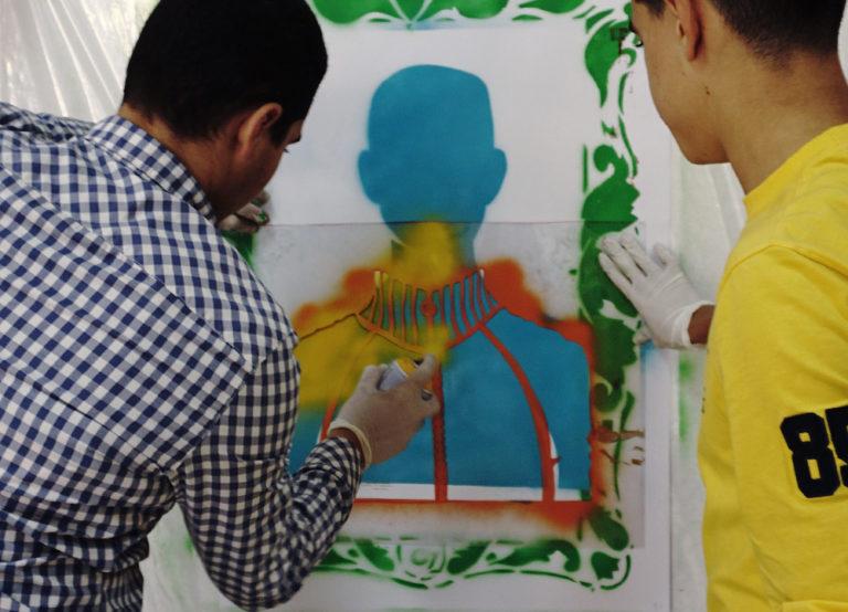 Proyecto Identidades. Colaboran: IE Melchor Jovellanos. Lugar: Salón de Actos, IE Melchor de Jovellanos. Alhucemos, Marruecos, 2017. Foto Maha Boulayoun.